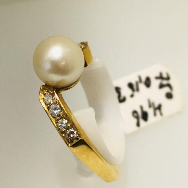 Goldring 750/ mit Diamanten & Perle